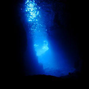大阪gardenのサプライズプロポーズ 青の洞窟「真栄田岬」