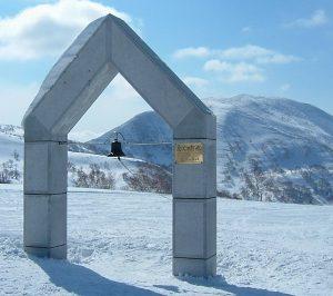 大阪gardenのサプライズプロポーズ 朝里岳山頂「ニイサの鐘」