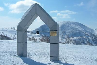 大阪のサプライズプロポーズ 朝里岳山頂「ニイサの鐘」