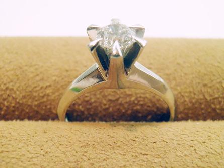 立爪の婚約指輪をジュエリーリフォーム