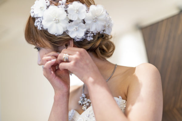 大阪の結婚前撮りドレス撮影ヘア小物