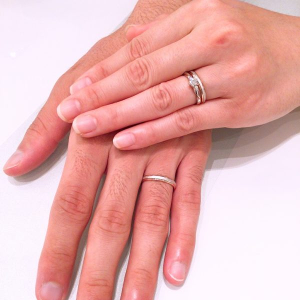 アイデアルのダイヤモンドでロゼットの婚約指輪とフィッシャーの結婚指輪をご成約頂きました。(和歌山市)