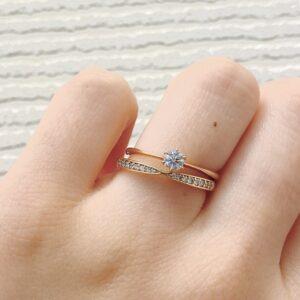 et.lu(エトル)の結婚指輪とgardenオリジナルの婚約指輪の重ね着け