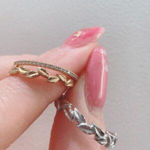 L'amuleto<ラムレート>の結婚指輪とGRACE KAMA<グレースカーマ>のエタニティリングの重ね着け