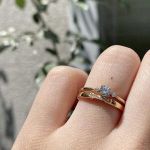 シェールラブの結婚指輪とジョワイユの結婚指輪の重ね着け